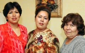 <u><b>27 de abril </b></u> <p>Alejandra Ruiz Ríos contraerá matrimonio en breve y por tal motivo, Graciela Ríos y Gabriela Ruiz le ofrecieron una fiesta de despedida.