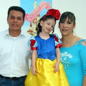 Ana Lucía fue festejada por sus papás, Luis Pérez y argentina Ortiz.