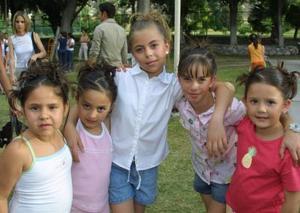 Ana Karen Aquirre, Daniela Torres, Mariana García, Sofía Rebollo y Marian Treviño.