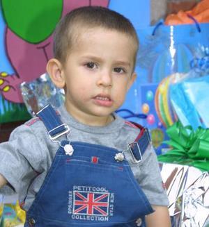 El pequeño Marco Ándres Burgos Camarillo, celebró su segundo cumpleaños con un divertido convivio, en el cual recibió numerosos obsequios.