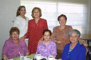 Ana María, Tere, Pinita, Esther. Gloria y Mary Carmen.