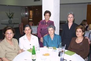 Chavelita de Gil, Eva de Echeverría, Eva de González, Pera de García, Anita de Fernández y Emilia de García.
