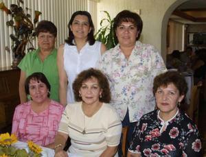 Luz Cano, Carmelita Morales, Rosy Salas, Magda de la Rosa, Celina de Ibarra y Georgina Barbosa, captadas en pasado festejo social.
