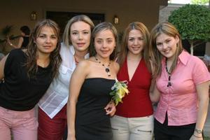 María Fernanda Jaime Rodríguez con sus amigas Sofía Rodríguez, Lawrette Aguilera, Silvia Palta y Aida de Jaidar, quienes le ofrecieron una despedida de soltera por su próxima boda.