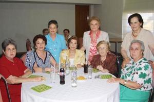 Señoras Carmen, Adelaida, Maty, Matilde, Delia, Margarita, Elena y Gloria.