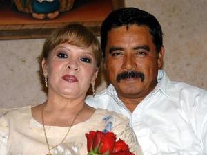 <u><b>26 de abril </b></u><p>  Carmen Mares de Acevedo y Casimiro Acevedo Alvarado festejaron en días pasados sus 32 años matrimonio.