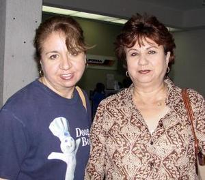 <b> <u> 25 de abril </b></u>  <p  Martha Macías regresó a Los Ángeles y fue despedida por Eunice Cruz.