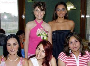 <u><b>28 de abril </b></u><p> En la despedida de Leonor Guerrero Martínez estuvieron presentes sus amigas, para la felicitarla por su cercana boda.