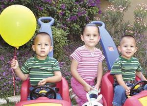 Alfredo, Andrea y Alejandro Arzate Campos.