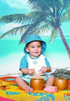 Diego Becerra Murra  en una fotografía con motivo del Día del Niño, es hijo de los señores Ramiro Becerra Carrillo y Diana Murra de Becerra.