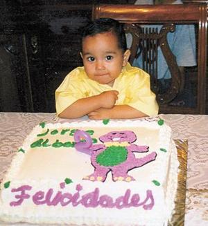 Jorge A. A. Quiñones cumplió dos años de vida y los festejó con un agradable convivio, en el que estuvo acompañado de familiares y amigos.