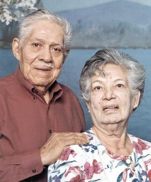 <u><b>30 de abril </b></u><p>Hoy celebran 58 años de casados los señores Ramón Soto Navarrete y Martha T. de Soto, acontecimiento en el que estarán rodeados de sus seres queridos.