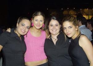 Alejandra Santibañez, Ángela Díaz, Vania Bracjo y Luisa Santibañez.