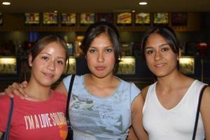 Karla Castillo, Denisse Facio y Alejandra  Martínez.