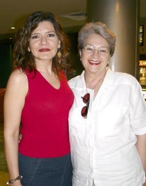 Lourdes Bernal y Blanca T. de Bernal.