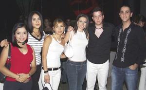 Nidia Barbachano, Tere Mejía, Kiara Carreón, Mónica Aguirre, Ferde Salmón y Pape Urbieta.