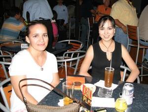 Janeth Talamantes y Alejandra Alcántar.