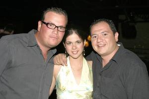 Paco Delgado, Mariana Sánchez y Carlos Manjarrez.