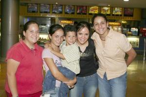 Mariel del Bosque, Naty Garza, Raúl Domínguez, Maricarmen Fernández y Ana Cristina Calderón