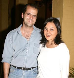 Manu Delaloy y Valeria Camarillo de Delaloy.