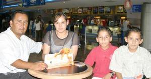 Eleazar Guerrero, Rosario Valdez, Eleazar y Édgar Guerrero.