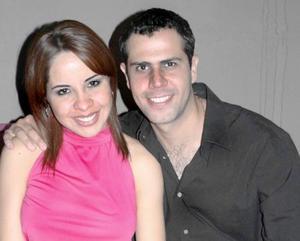 Mary Carmen Martínez y Memo Arratia.