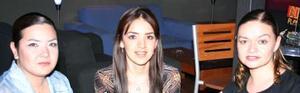 Guille Briones, Carla García y Rosario Sánchez.