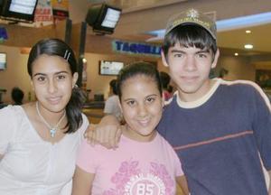 Ivonne Samaniego, Mariana del Bosque y Juan Carlos Estrada