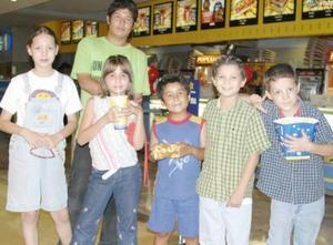 Yadira Mendoza,  Raíz Santonieta, Jesús Ramírez, Víctor Fernández, José Solís y Jorge Ramírez