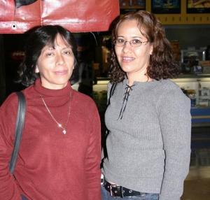 Gaby González y Emma Marín.
