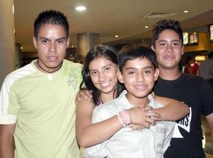 Andrés, Karen, Gustavo y Julio.