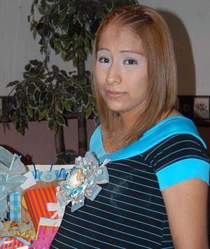 Claudia Elizabeth Villa Mata espera el nacimiento de su primer bebé y por tal motivo, disfrutó de una fiesta de canastilla.