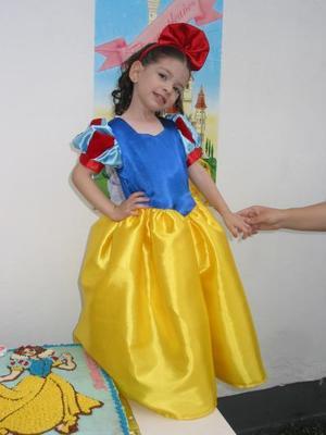 Ana Lucía Pérez Ortiz recibió numerosas felicitaciones, en su fiesta infantil por su tercer cumpleaños.