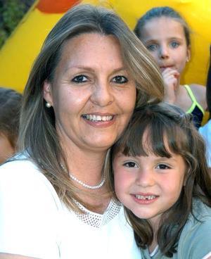 Ana sofía viesca con su mamá Mayela González de Viesca, en la fiesta infantil que le organizó por su cumpleaños.
