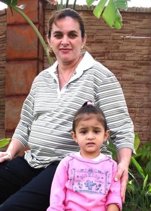 Mariela garcía con su pequeña hija Fernanda.