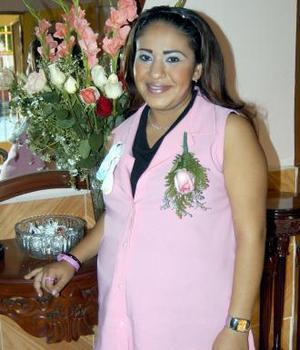 Abigaíl Castillo de Leyva disfrutó de una fiesta de regalos, por el cercano nacimiento de su bebé.
