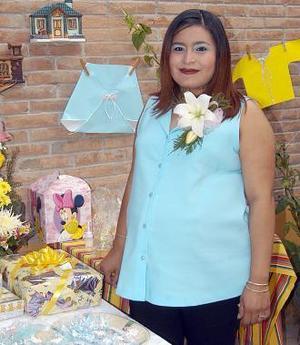 Diana Ibáñez de Terrazas recibió numerosos obsequios en la fiesta de canastilla, que le ofrecieron Estela y Amalia García.