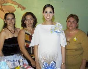Karla Judith Tello de Mata con las organizadoras de su fiesta de regalos, que se ofreció en honor de su primer bebé que nacerá los primeros días de mayo.
