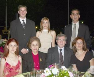 Darío y Pily Jimenéz, Gabriel y Pily de León, Melina Reyes y Hugo Morales.