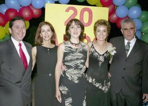 Sergio y Ema de la Paña, Gabriela de Urbieta, Rosario Fernández y José Urbieta.