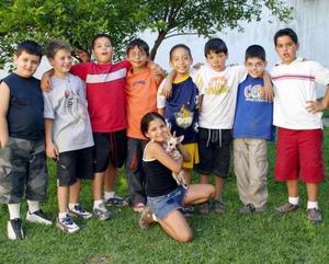 <u><b> 02 de mayo </u> </b><p> Víctor Yamil Dabdoub Velázquez con un grupo de amiguitos, en su fiesta infantil  con motivo de su noveno cumpleaños.