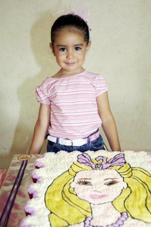 Fernanda Kuri Castañeda celebró su tercer cumpleaños con una divertida piñata organizada por sus papás, Carlos Kuri y carmen Castañeda de Kuri.