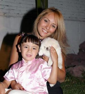 Hermosa Aholibama Dipp juntó a su mamá MArisol Cavelaris, en la fiesta que le organizó por su cuarto cumpleaños.