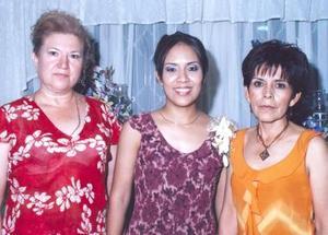 <u><b> 02 de mayo </u> </b><p> Rosalinda con María Alejandra Galván de Andrade y Linda Rivera de Ortiz.