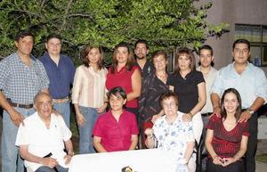 <u><b> 03 de mayo </u> </b><p> José Jalife Aguirre y Mónica Portillo Segovia disfrutaron de una despedida de solteros, ofrecida por la familia Aguirre Silva, a la que asistieron numerosos invitados para felicitarlos por su próxima boda.
