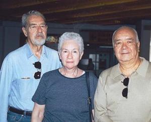 Héctor Gallardo, Leticia Soto y Sergio Trames viajaron con destino a la Ciudad de México.