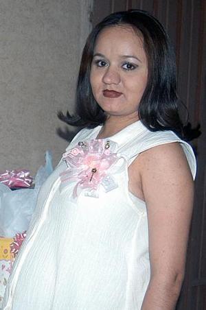 <u><b> 05 de mayo </u> </b><p> Sofía Lizbeth Sánchez Zubiría espera la llegada de una niña por tal motivo, se le ofreció una fiesta de regalos.