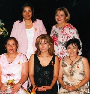 <u><b> 04 de mayo </u> </b><p> Juana María, Cristina Rodríguez Dávila, Lidia Méndez Reyes, Mayela del Socorro Valdez y Norma Veléz Pérez, captadas en pasado festejo social.