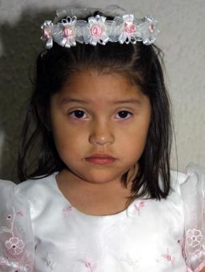 Brenda Sofía Juárez, festejó su onomástico con una divertida piñata.