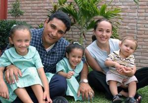 Carlos Alfonso González, festejó su primer año de vida, con un divertido convivio donde estuvo acompañado de sus papás, alfonso González Cisneros y Guadalupe González, hermanas Regina y Eloísa.